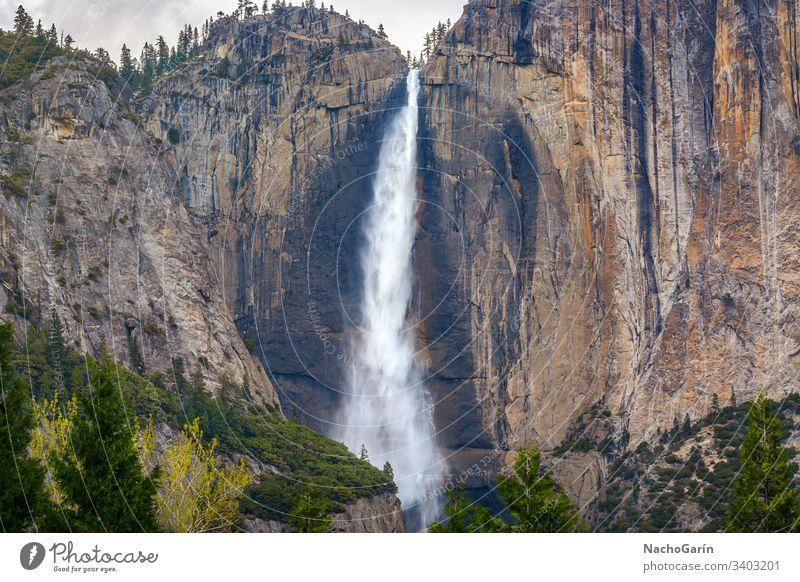 Upper Yosemite Falls im Yosemite Valley, Yosemite National Park, Kalifornien, USA yosemite Stürze Wasserfall national fallen Felsen Natur natürlich Landschaft