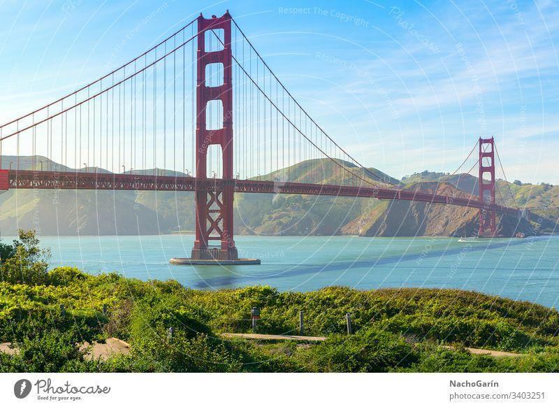 Golden Gate Bridge in San Francisco, Kalifornien, USA golden Brücke san francisco Himmel blau Meer Bucht historisch grün Natur rot Gras reisen Großstadt orange
