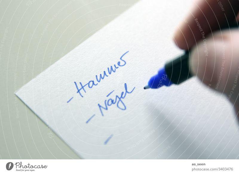 Renovierung Einkaufsliste List Zettel Nahaufnahme Farbfoto Makroaufnahme Tag Papier Innenaufnahme Schreibwarenhandlung Schreibstift schreiben Hammer Nägel