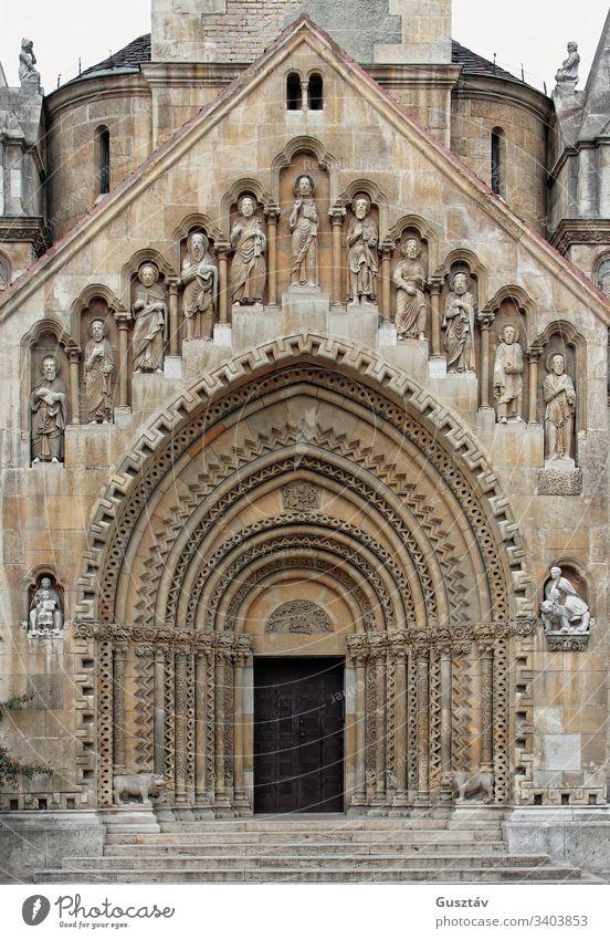 Kirchentür gotisch Tür Religion Vorderseite Türöffnung Haus Bogen mittelalterlich Eingang zugeklappt Kathedrale Portal Tempel gekrümmt Eingabe Zutritt groß