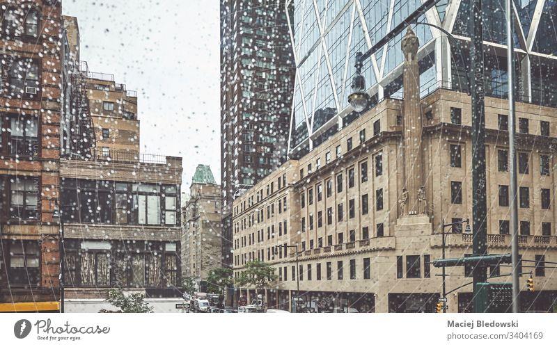 Regentag in New York City, Anwendung von Farbtönen, USA. New York State Großstadt Gebäude nyc retro Manhattan altehrwürdig gefiltert Stadtbild Wolkenkratzer