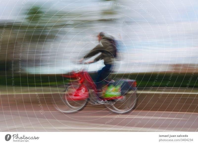 Mann auf der Straße in der Stadt Bilbao Spanien, Verkehrsmittel Radfahrer Biker Fahrrad Transport Sport Fahrradfahren Radfahren Übung Mitfahrgelegenheit