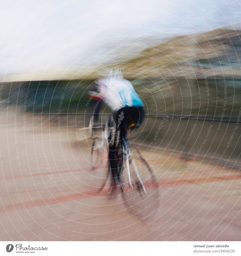 Mann auf dem Fahrrad, Verkehrsmittel trainiert in der Stadt Bilbao Spanien Radfahrer Biker Transport Sport Fahrradfahren Radfahren Übung Mitfahrgelegenheit