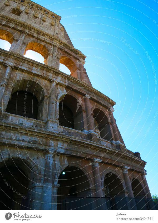 Kolosseum reisen touristisch Tourismus Sommer Stein Stadion Himmel Sightseeing Ruine Rom Römer Roma alt Denkmal mediterran Wahrzeichen Italien Italienisch