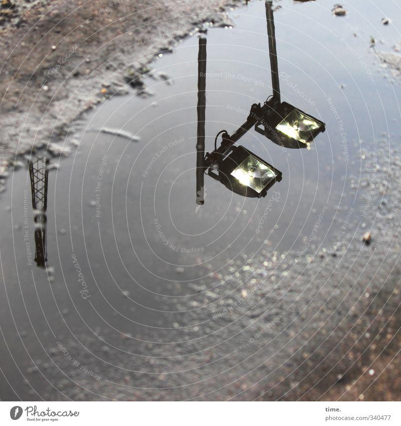 Teichleuchte Scheinwerfer Lampe Technik & Technologie Energiewirtschaft Verkehr Straße Wege & Pfade Asphalt Pfütze fest Flüssigkeit Stadt Idee Inspiration