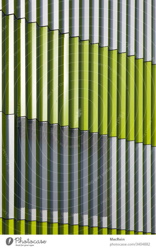 Fassade lamellen fassade aluminiumblech aluminiumbleche fassadenverkleidung senkrecht grün architektur niemand textfreiraum