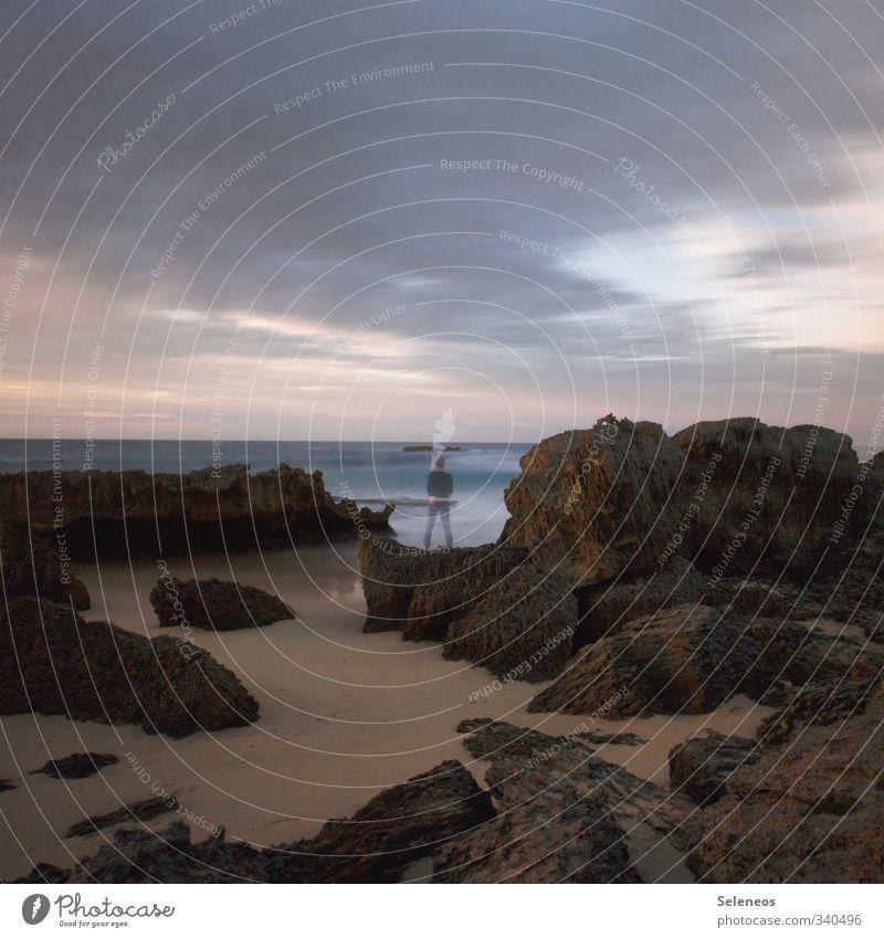 langsamer Abschied Mensch Himmel Natur Ferien & Urlaub & Reisen Meer Landschaft Wolken Strand Ferne Umwelt Küste Freiheit natürlich Sand Felsen Horizont