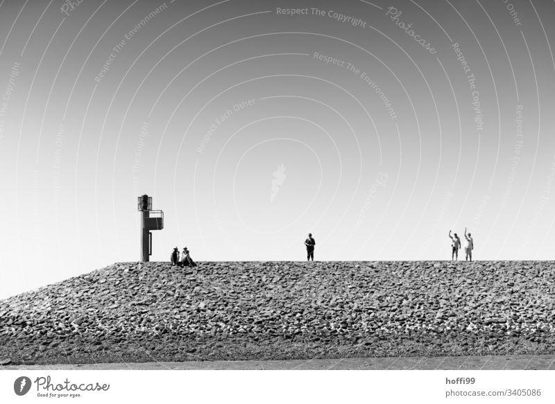 Warten und Winken auf der Mole im Hafen von Baltrum Nordsee Wasser Insel Priel natürlich maritim ruhig Ferien & Urlaub & Reisen Schönes Wetter Bucht Seezeichen