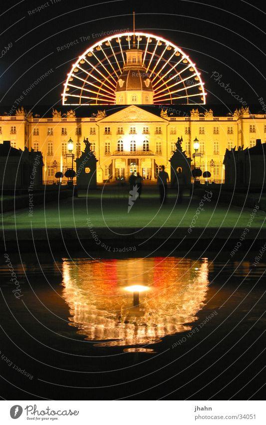 Schloss Karlsruhe mit Riesenrad bei Nacht Architektur