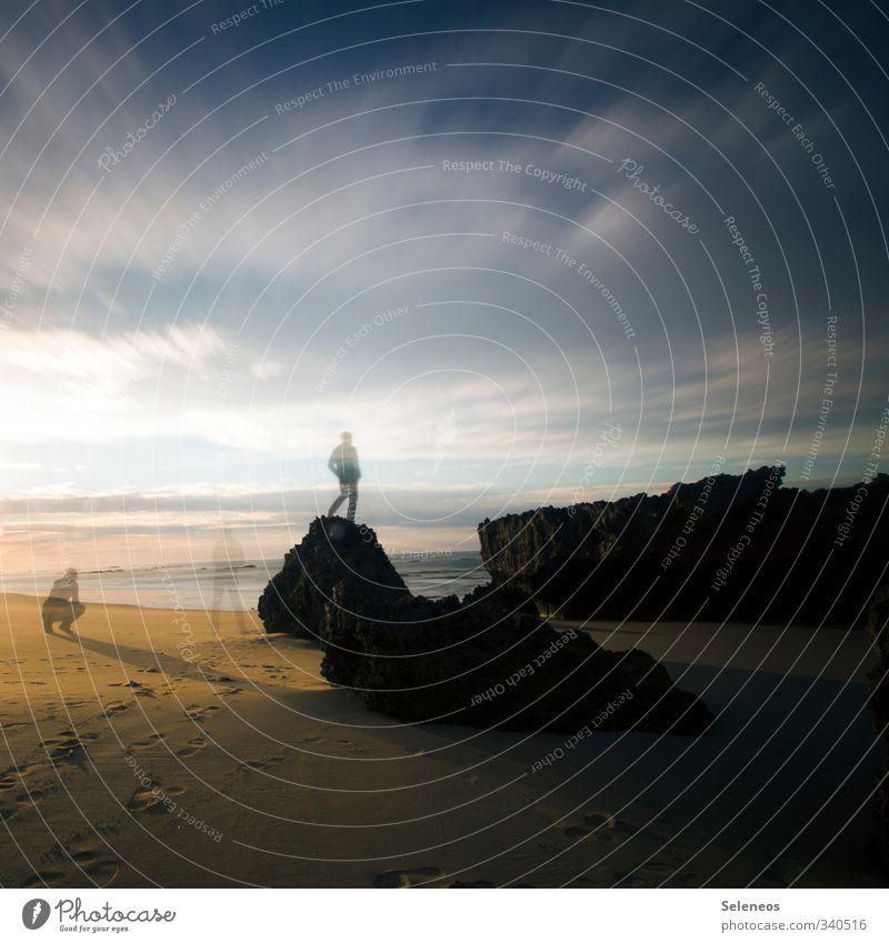 Warten auf Meer Mensch Himmel Natur Ferien & Urlaub & Reisen Landschaft Wolken Strand Ferne Umwelt Küste Freiheit Stein Sand Wellen warten