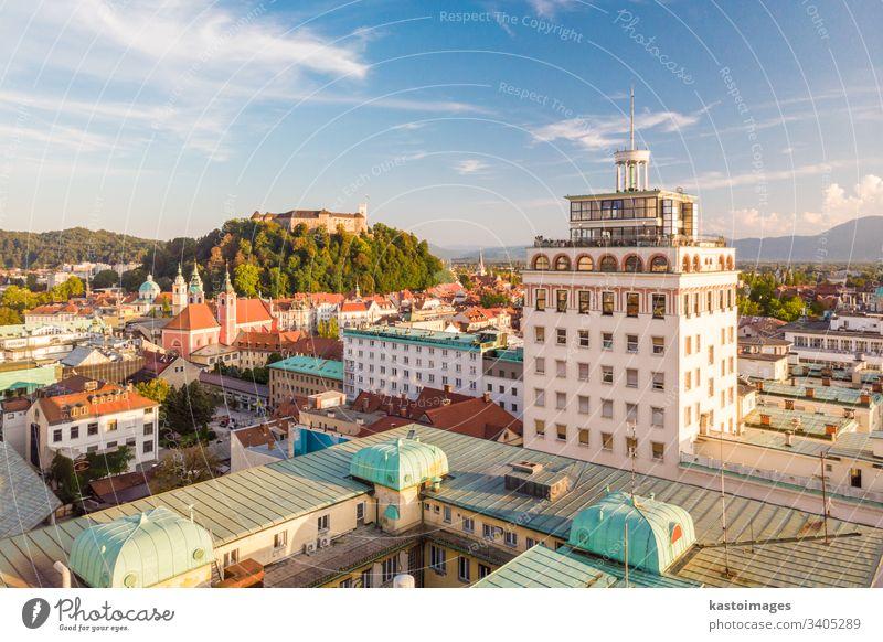 Das Stadtbild von Ljubljana, der Hauptstadt Sloweniens bei Sonnenuntergang. Wolkenkratzer Burg oder Schloss Großstadt Wahrzeichen Architektur Gebäude Kapital