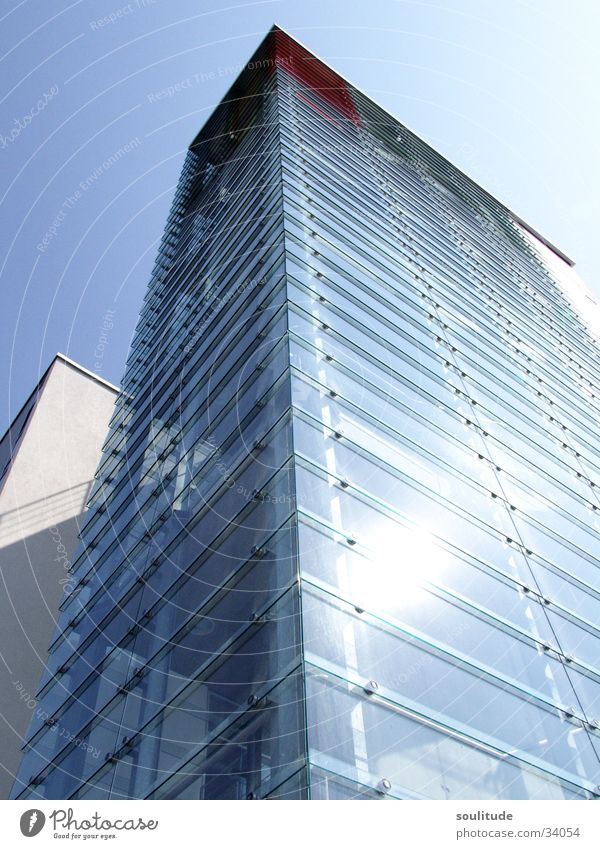 Design reflection schön Himmel Sonne blau Haus Gebäude Wärme Beleuchtung Architektur Glas Design modern Physik außergewöhnlich Kreativität durchsichtig