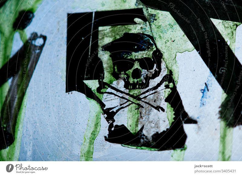 Totenkopf Symbol, die Vergänglichkeit des menschlichen Lebens Symbole & Metaphern totenkopf Glasscheibe lost places Verfall Gegenlicht Zahn der Zeit verfallen