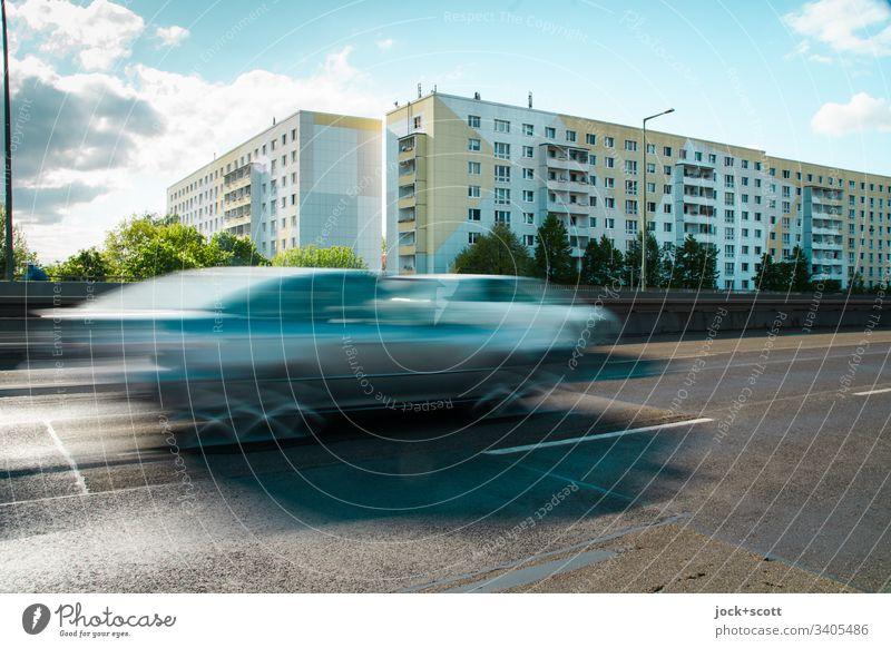 Klimawandel, Richtung Norden fahren auf der Stadtautobahn Verkehrswege PKW Geschwindigkeit trist Mobilität Umweltverschmutzung Langzeitbelichtung Sonnenlicht