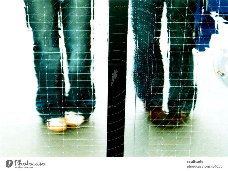 Double Fu-Play Frau Spielen Fuß Schuhe Beine Spiegel Quadrat Momentaufnahme nebeneinander