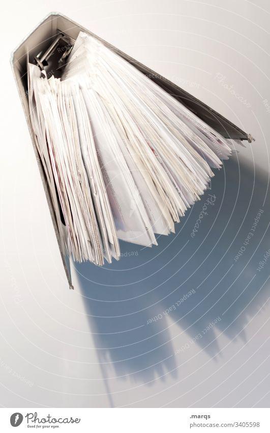 Aktenordner von oben Bildung Schule lernen Studium Schatten Licht Büro Berufsausbildung Finanzen steuererklärung unterlagen Ordnung Steuerberater Arbeitsplatz