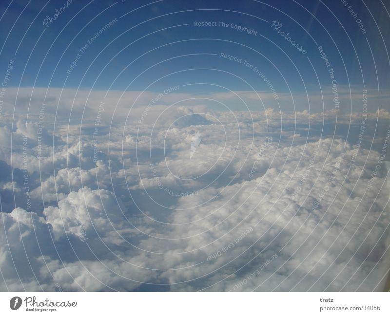 Über den Wolken Luft Flugzeug Luftverkehr Himmel Niveau wolkenmeer oben Freiheit Wolkenfeld Wolkendecke