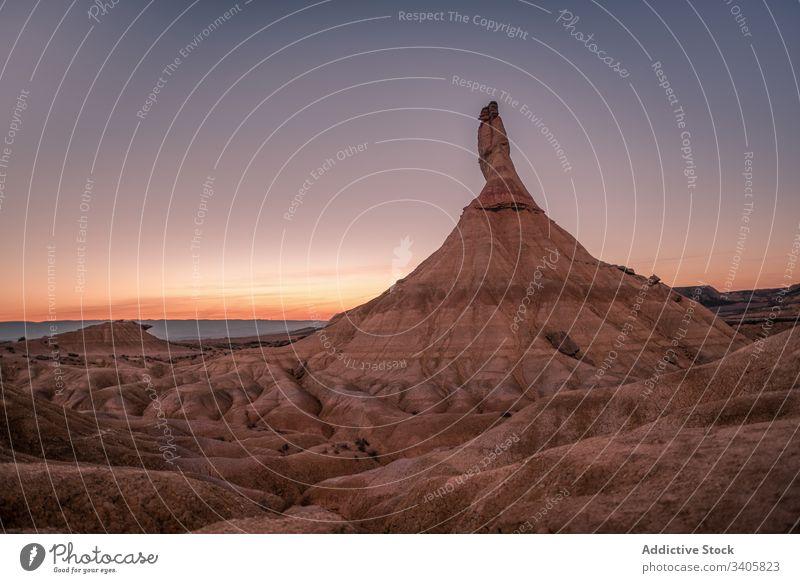 Berggipfel gegen Sonnenuntergangshimmel Berge u. Gebirge Gipfel wüst trocknen Gelände Stein Landschaft Abend bardenas reales navarre Spanien Natur malerisch