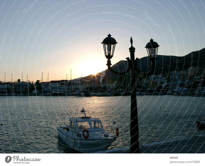 Sonnenuntergang am Hafen Griechenland Samos Meer Abenddämmerung Romantik Laterne Wasserfahrzeug ruhig Europa