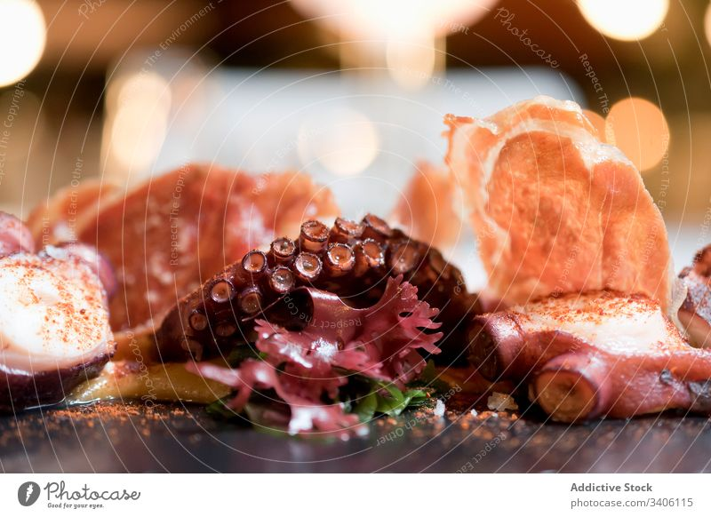 Oktopus-Tentakel im Restaurant serviert Octopus Meeresfrüchte Speise Gewürz ausgefallen Exquisit Lebensmittel lecker Küche Mahlzeit geschmackvoll frisch