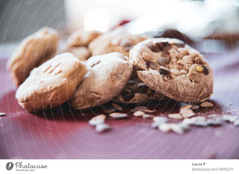 Nahaufnahme von köstlichen selbstgebackenen Süßigkeiten abschließen Konditorei Backwaren Dessert Kekse lecker geschmackvoll Lebensmittel Snack frisch roh