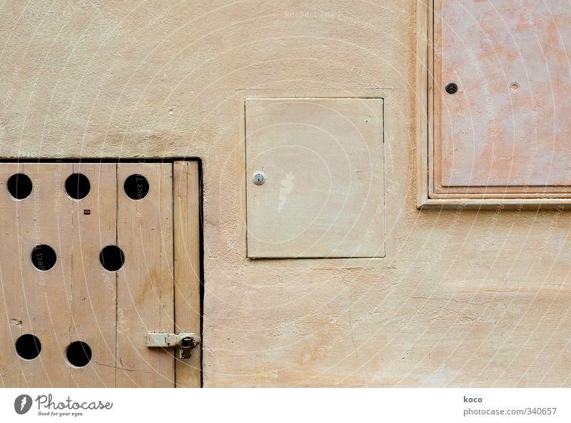 DREI VIERecke Haus Mauer Wand Fassade Tür Schloss Loch Kreis Rechteck Beton Holz eckig einfach rund gelb rosa schwarz Freundschaft Farbfoto Gedeckte Farben