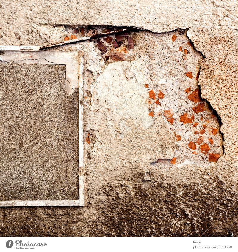 kaputt Haus Ruine Gebäude Mauer Wand Fassade Fenster Backstein Beton Betonmauer Stein Holz Linie alt trashig trist trocken braun grau orange weiß Senior Verfall