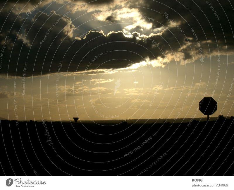 spaniens himmel Himmel Sonne Wolken dunkel Spanien Verkehrsschild Stoppschild