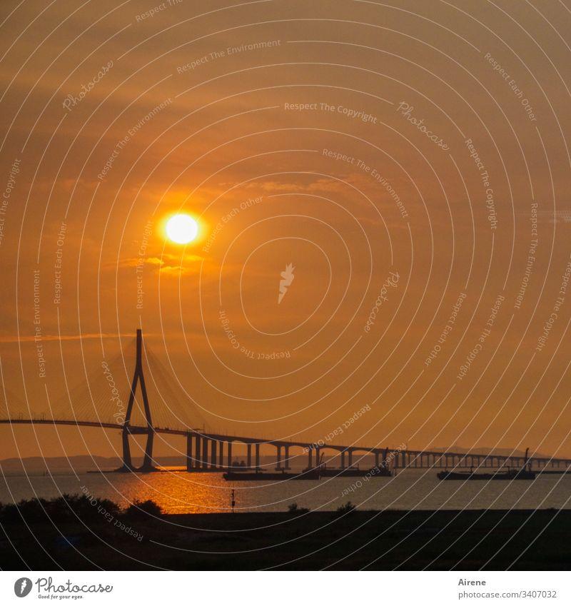 Sonnenuntergang auf der Fahrt von Seoul zum Flughafen Incheon auf der Insel Yeongjongdo insel brücke meer chinesisches Meer schifffahrt nacht abend Abendsonne