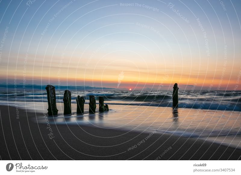 Buhnen an der Küste der Ostsee bei Kühlungsborn Strand Buk Sonnenuntergang Abend Wolken Natur Landschaft Ostseeküste Meer Urlaub Mecklenburg-Vorpommern Klima