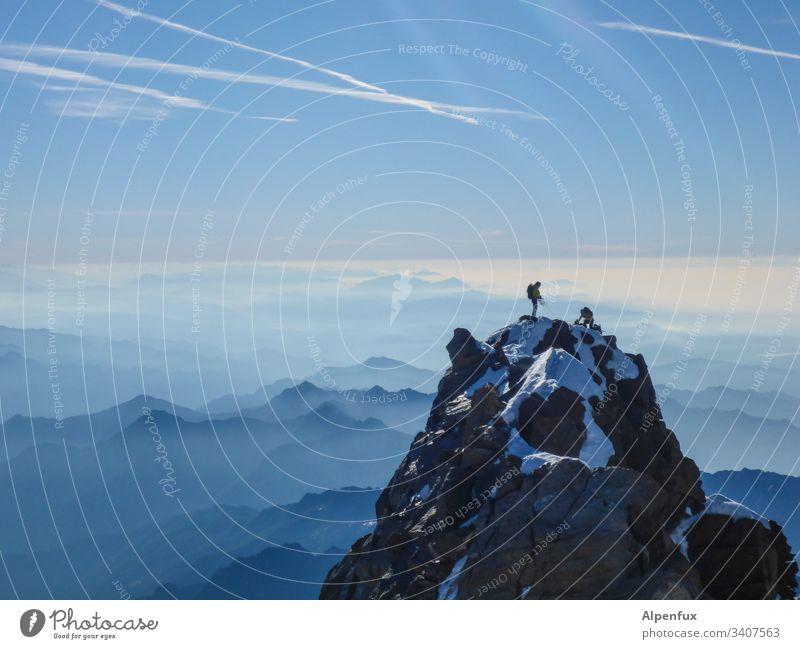 Seilschaft | on Top Gipfel Berge u. Gebirge Alpen Landschaft Außenaufnahme Bergsteigen Bergsteiger Piemonte Erfolg Kraft Mut Tatkraft Abenteuer Klettern