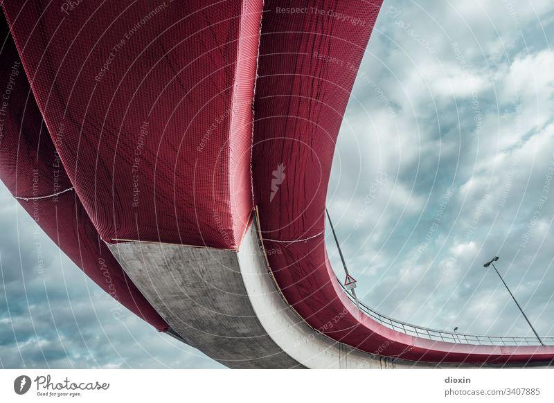 Marode Hochstrasse [1] Hochstraße Brücke Außenaufnahme Straße Verkehrswege Menschenleer Architektur Textfreiraum oben Stadt Wege & Pfade Straßenverkehr Bauwerk