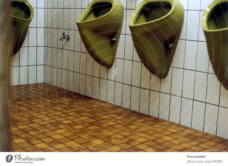 terrakotta vs pinie grün braun Europa Toilette Fliesen u. Kacheln Siebziger Jahre Toskana Keramik Pissoir