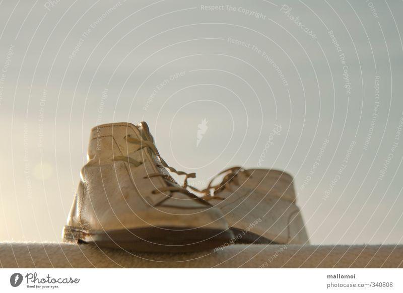 alte Kinderschuhe Mode Schuhe blau weiß träumen Lederschuhe Sehnsucht Idylle Vergangenheit Kindheit Kindheitserinnerung Kindheitstraum Nostalgie Vergänglichkeit