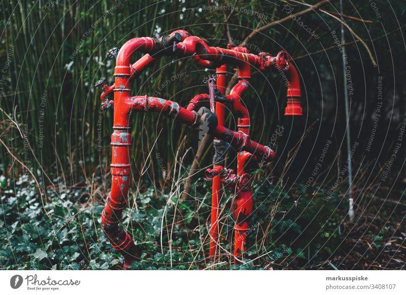 Leitungsrohre Rohr Gas Wasser Heizung Garten rot Metal Verbindung