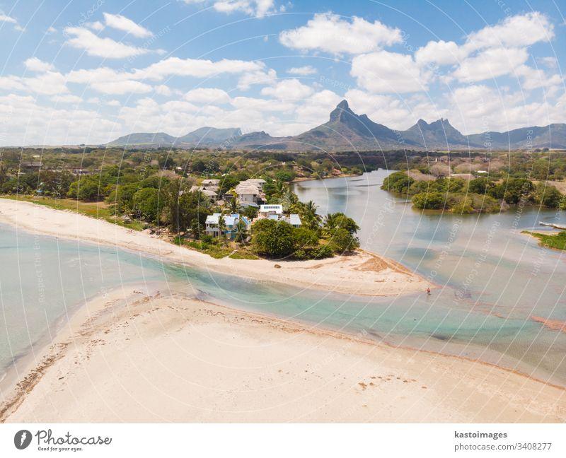 Rampart River in Tamarin, Schwarzer Fluss. Insel Mauritius. Strand schön blau grün Landschaft Natur Himmel Sommer Tourismus reisen Urlaub Ansicht Hintergrund