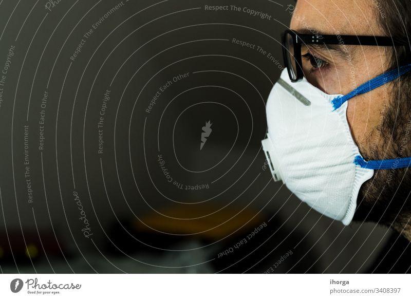 Mann mit Coronavirus-Schutzmaske 2019-ncov Gefahr Gerät Pflege Kaukasier Vorsicht Klinik ansteckend Verunreinigung covid-19 Tod Krankheit Seuche Filter Grippe