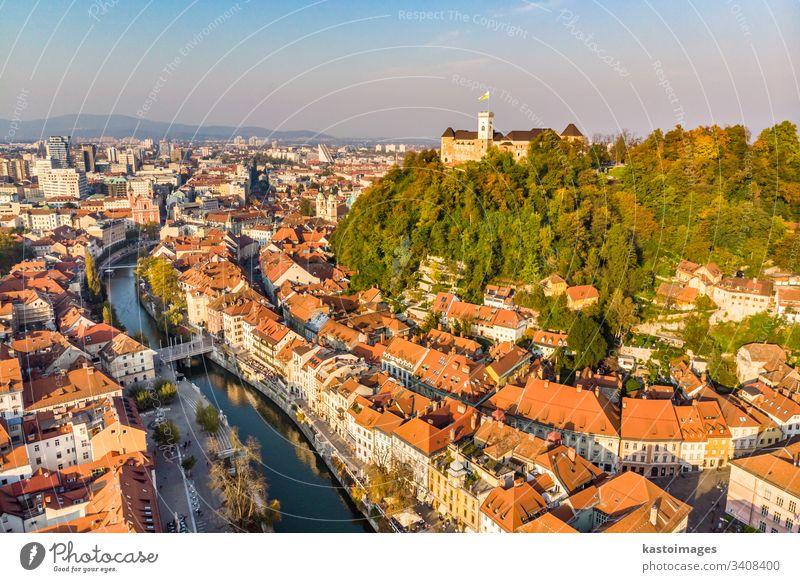 Das Stadtbild von Ljubljana, der Hauptstadt Sloweniens in der warmen Nachmittagssonne. Burg oder Schloss Kapital Großstadt Wahrzeichen Architektur Gebäude