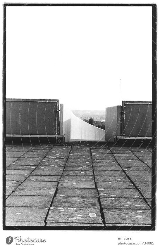 abgang Köln Ausgang Architektur Schwarzweißfoto black white tief modern Strukturen & Formen körnung Kontrast Himmel Wege & Pfade offen abwärts