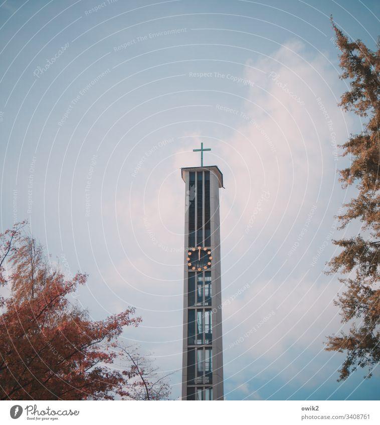Hochamt Kirchturm Kirchturmspitze Kreuz Christliches Kreuz Symbol Glauben Glaubenszeichen hoch oben modern Polen Osteuropa Katholizismus Religion Hoffnung
