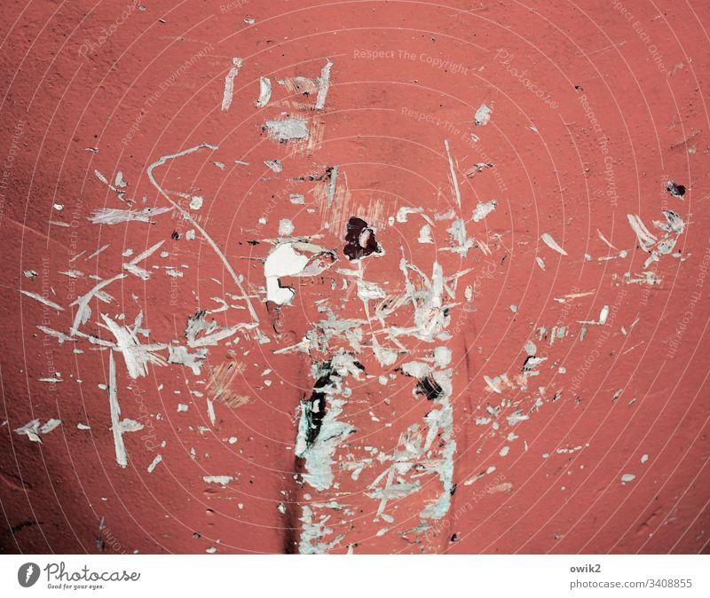 Vergrätzt Farbe Farbstoff Farbenwelt Kratzer Spuren Vergänglichkeit mehrfarbig alt trashig marode Zerstörung rot Zahn der Zeit Vergänglichkeitabstrakt verfallen