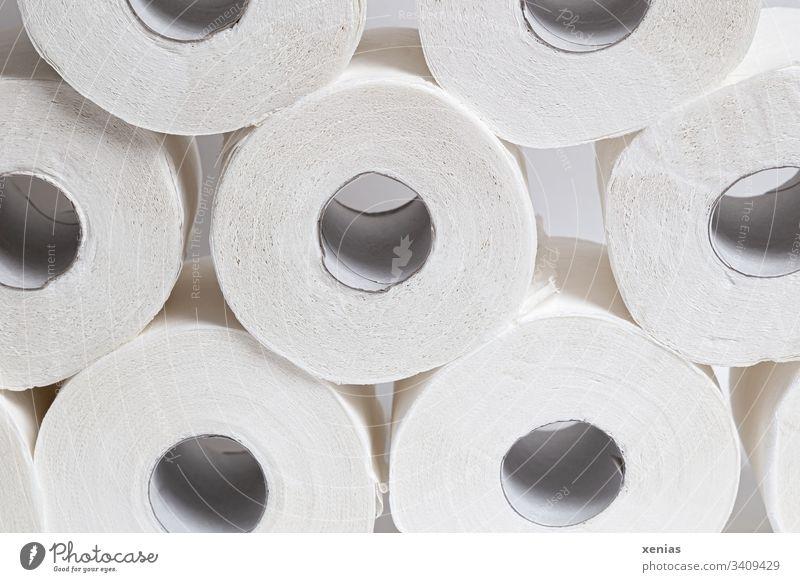 Toilettenpapierrollen Papierrollen Rollen weiß rund Sauberkeit Hamsterkauf Corona Körperpflege Hygiene Klopapier