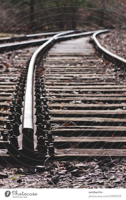 Abstellgleis im Gleisdreieck bahnhof eisenbahn gestrüpp gleisdreieck güterbahnhof park park am gleisdreieck wildnis schiene schwelle zug zugverbindung