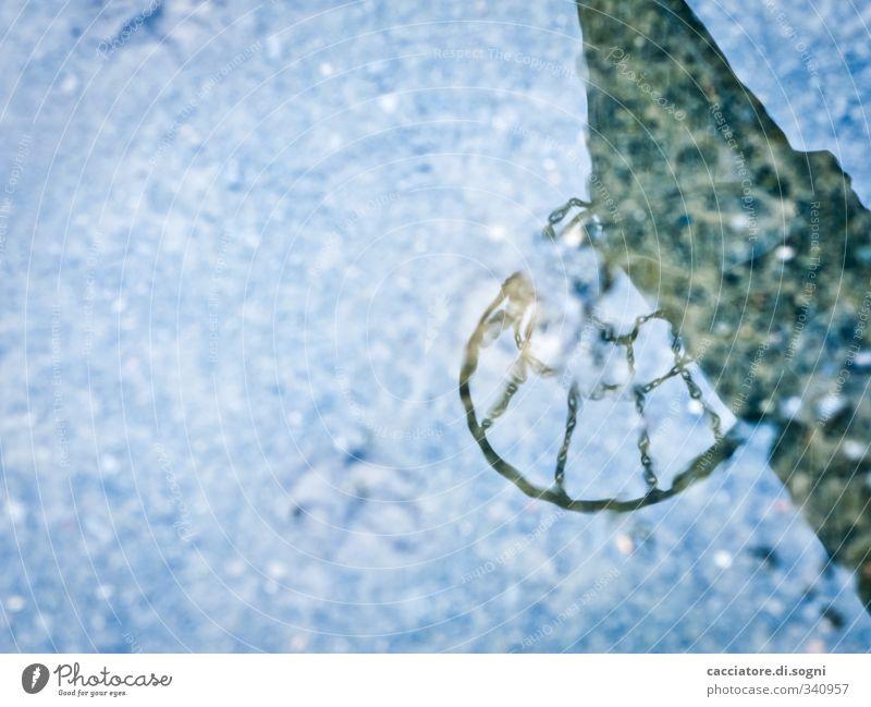 today - you won't play blau Stadt Wasser Einsamkeit schwarz dunkel kalt träumen Regen Klima nass Perspektive bedrohlich skurril bizarr Langeweile