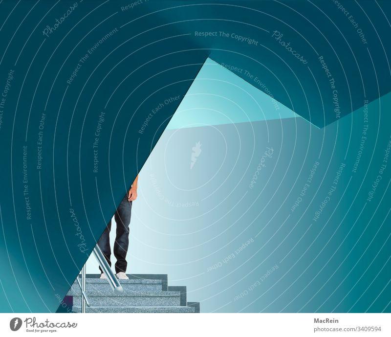 Blaues Treppenhaus treppenhaus hausflur geländer architektur handläufer mann person erwachsener lichtdurflutet textfreiraum türkis stufen treppengeländer