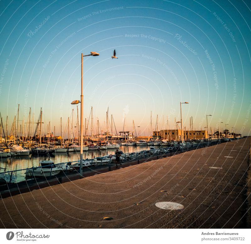 Burriana, Spanien 18.12.06: Yachthafen von Burriana reisen Pier Natur Lifestyle Klima Schiff im Freien weiß Europa Schnee kalt frostig Jachthafen skandinavisch