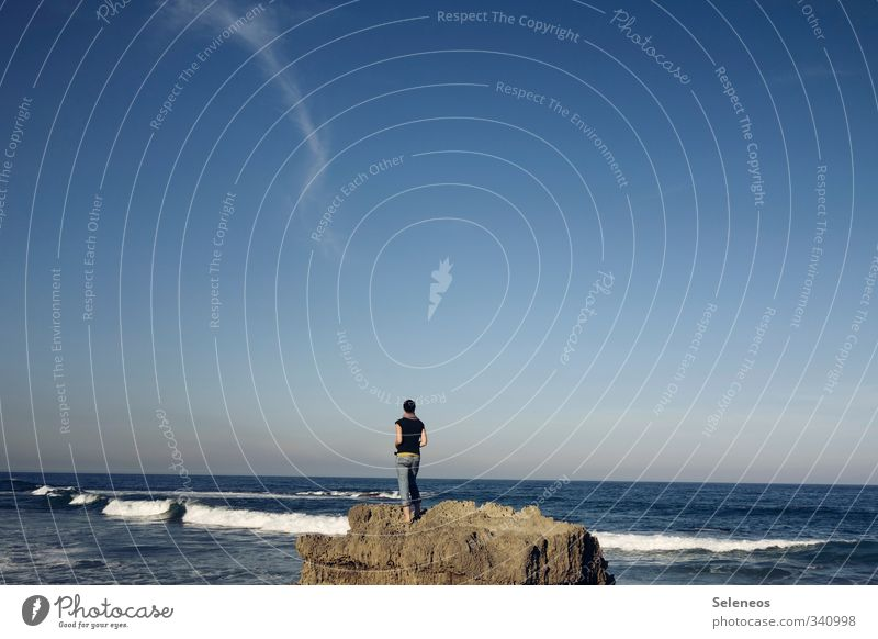 Meer sein Mensch Himmel Natur Ferien & Urlaub & Reisen Wolken Strand Ferne Umwelt Gefühle Küste Freiheit Stein natürlich Felsen Horizont