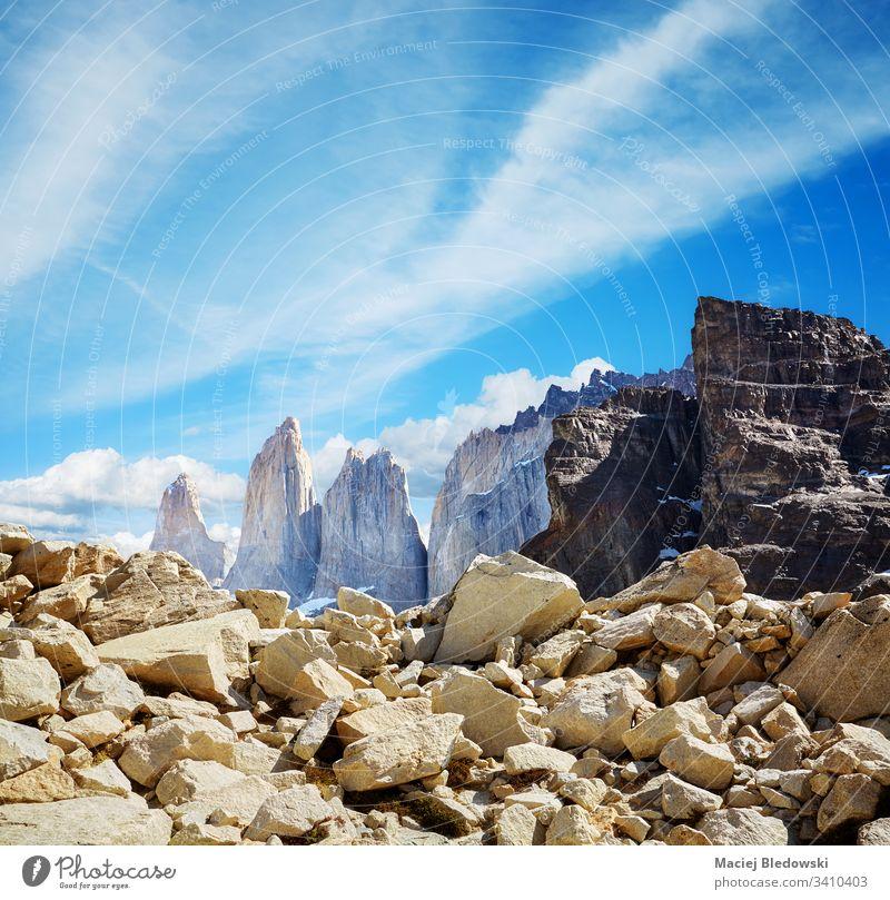 Türme von Paine im Nationalpark Torres del Paine, Chile. Patagonien torres del paine Felsen Klippe Himmel Anden Park Natur Landschaft Südamerika schön