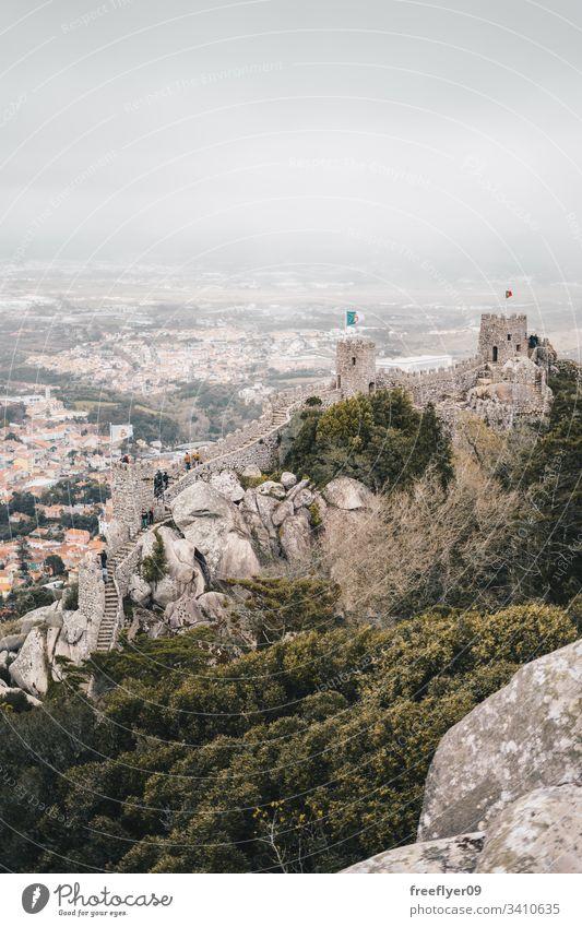 Mittelalterliche maurische Burg in Sintra, Portugal Tourismus mittelalterlich Burg oder Schloss Maurisch wandern Landschaft horizontal reisen Festung Wand Turm