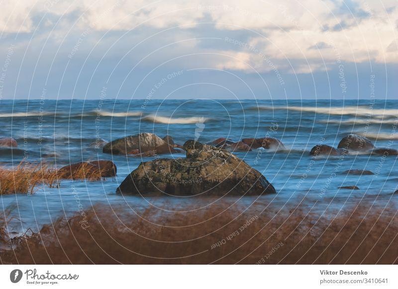 Das Wetter an der Ostsee im Herbst - Wellen, Wind und Sturm Hintergrund Strand Baum Wasser Textur Natur Winter Frühling baltisch MEER Sand Unwetter winken